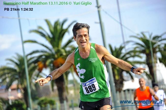 Fiumicino Half Marathon 2016 Al km 16, gara di 21,1km chiusa in 1-24-32 PB.jpg
